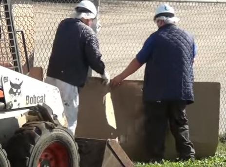 Funcionários escondiam o abate com caixas de papelão.